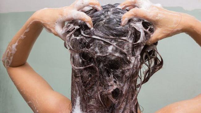 """5 """"không"""" khi gội đầu để mái tóc luôn khỏe mạnh - Ảnh 2."""