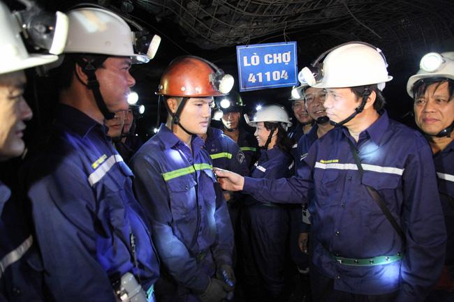 Bộ trưởng Đào Ngọc Dung thăm công nhân Công ty CP Than Núi Béo - Ảnh 1.