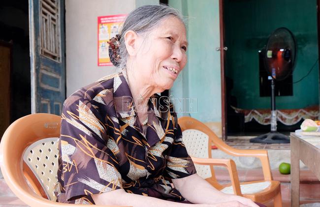"""Xúc động cụ bà 78 tuổi đạp xe lên xã """"xin ủng hộ"""" phòng, chống COVID-19 - Ảnh 2."""