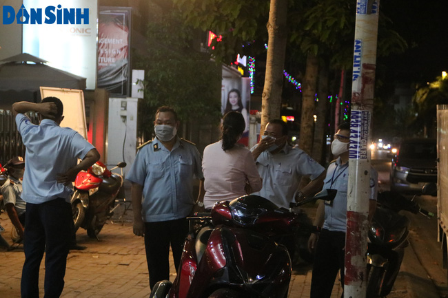 Một ngày sau chỉ đạo tạm ngừng kinh doanh của Uỷ ban nhân dân TP. Hồ Chí Minh  - Ảnh 17.