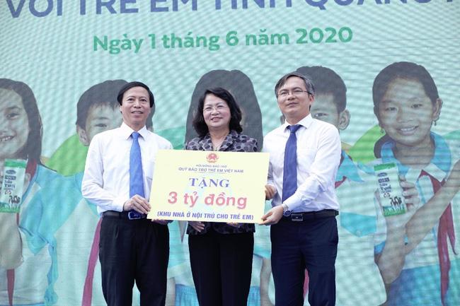 Qũy sữa vươn cao Việt Nam và Sữa học đường đồng hành đến với trẻ em tỉnh Quang Nam nhân ngày 1/6 - Ảnh 2.