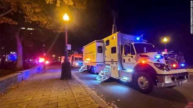 Tấn công bằng kiếm Nhật trong đêm Halloween ở Canada khiến 7 người thương vong - Ảnh 1.