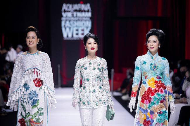 """Nữ hoàng nội y Ngọc Tranh """"đọa sắc"""" cùng các nàng hậu tại Tuần lễ thời trang quốc tế Việt Nam - Ảnh 3."""