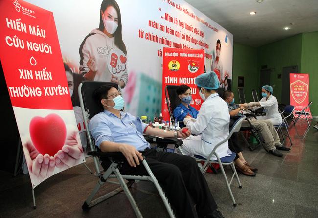 """""""Tự hào Việt Nam""""- Hiến máu cứu người - Ảnh 1."""