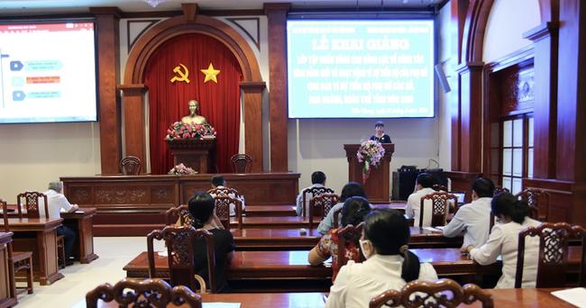 Tiền Giang: Khai mạc tập huấn công tác Bình đẳng giới cho Ban vì sự tiến bộ của phụ nữ - Ảnh 1.