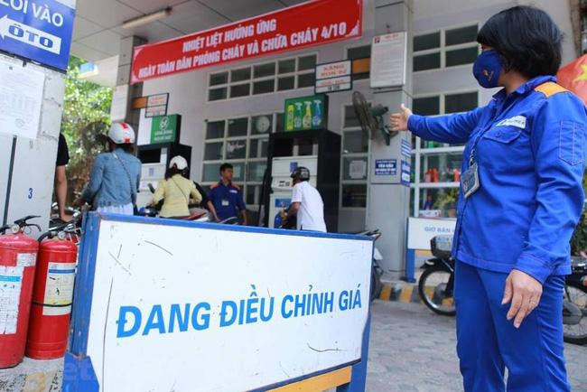 Giá xăng dầu hôm nay 9/9: Giảm kỷ lục kể từ tháng 6 - Ảnh 1.