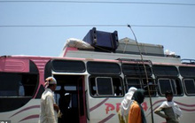 Xe buýt mắc vào dây điện cao thế, 43 người thương vong