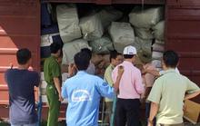 Cảnh sát bao vây, bắt 3 toa hàng nghi lậu ở ga Sài Gòn