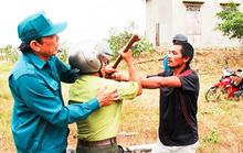 Táo tợn tấn công lực lượng bảo vệ rừng để giải vây xe gỗ lậu
