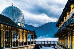 Khách sạn biểu tượng của thế giới độc đáo đến mức nào?