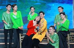 Nghệ sĩ tuổi Tý kể chuyện đón năm mới trên Làng hài mở hội mừng Xuân